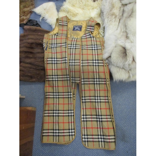 61 - A quantity of vintage fur hats, stoles, partial fur clothing (parts used for projects) and remnants ...