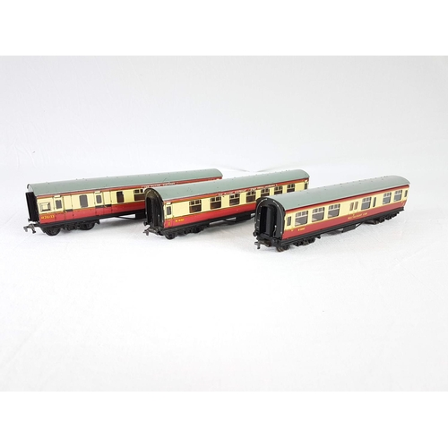 42 - A Set Of Three Hornby Dublo OO Gauge Cream & Maroon Coaches - In Good Condition....