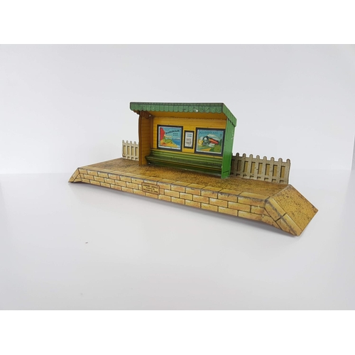 58 - A Hornby Series O Gauge By Meccano Tin Plate Station Platform Shelter - In Good condition....