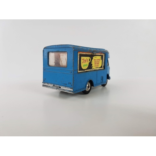 47 - A Boxed Corgi Toys 471 Smiths Karrier Mobile Canteen With Rotating Chef In Excellent Condition - Ple...