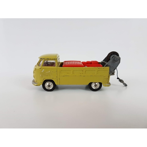 48 - A Boxed Corgi Toys 490 Volkswagon Breakdown Truck In Excellent Condition & Spare Tires - Please Note...