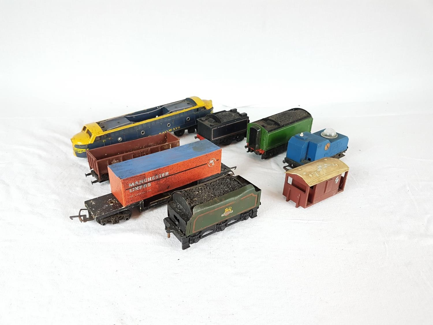 A Qty Of OO Gauge Railway Spare To Include Dublo Tenders