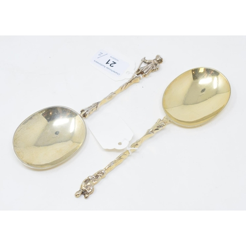 21 - A pair of Edwardian silver gilt spoons, in the Dutch style, with figural terminals, Daniel & John We...