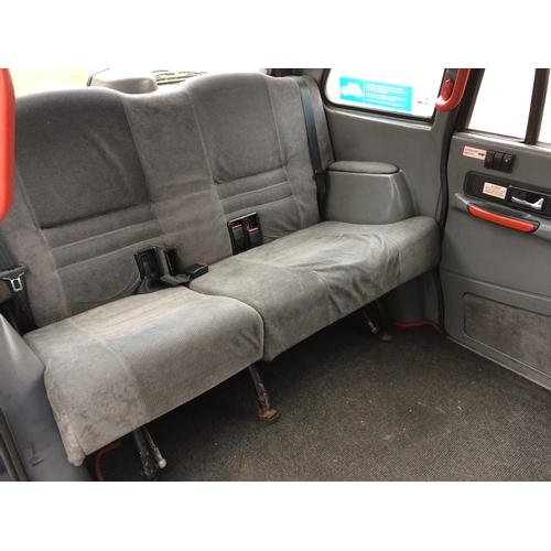 19 - EXTRA LOT: A 2002 Metrocab 7A, registration number LR02 OUW, blue. This taxi has a Toyota diesel eng...