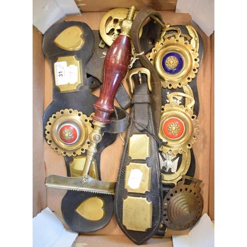 31 - Assorted horse brasses (box)...