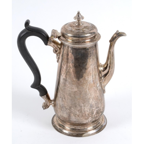 134 - An 18th century style silver coffee pot, of baluster form, London 1932, approx. 18.3 ozt (all in), 1...