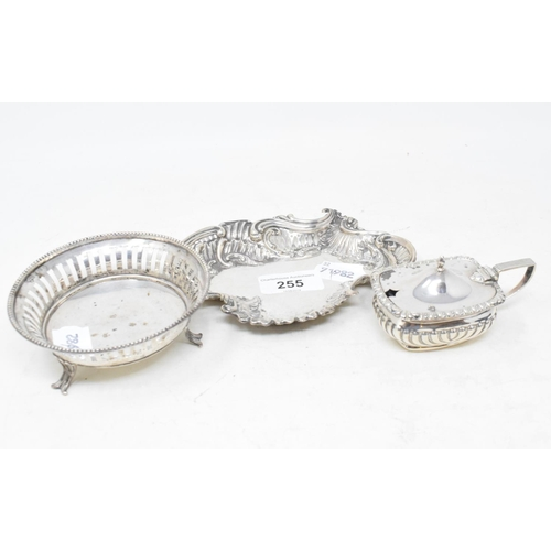 255 - A silver bon bon dish, Birmingham 1900, another bon bon dish, and a silver mustard pot, approx. 5.2 ...