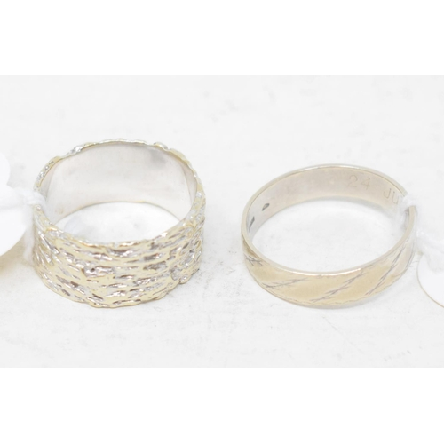 370 - A textured 9ct white gold wedding band, approx. 6.0 g, and a 14ct white gold wedding band, approx. 3...