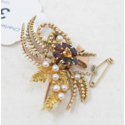 390 - A 9ct gold, garnet and seed pearl brooch, approx. 10.0 g (all in)...