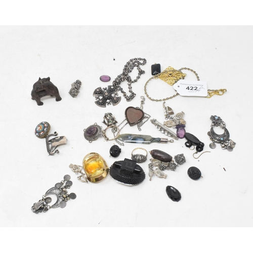422 - **Revised estimate** Assorted brooches, earrings and other items of jewellery (qty)...