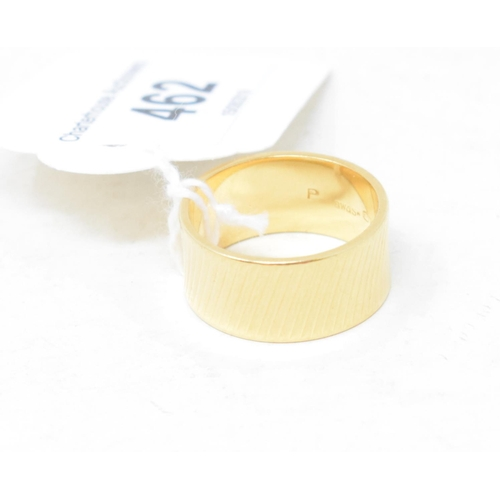 462 - A 9ct gold wedding band, approx. 8.4 g...