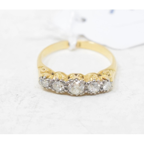475 - An 18ct gold and five stone diamond ring, approx. ring size N...