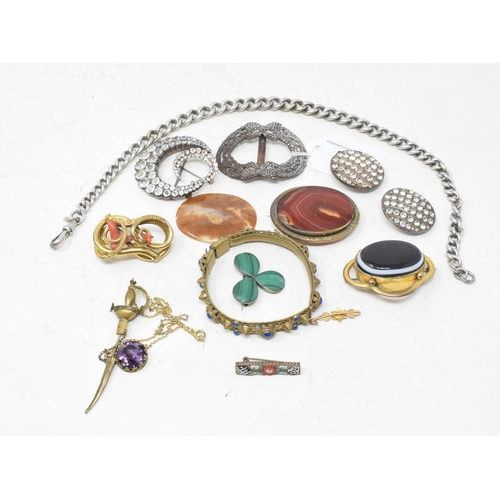 517 - An agate brooch, and other assorted jewellery...