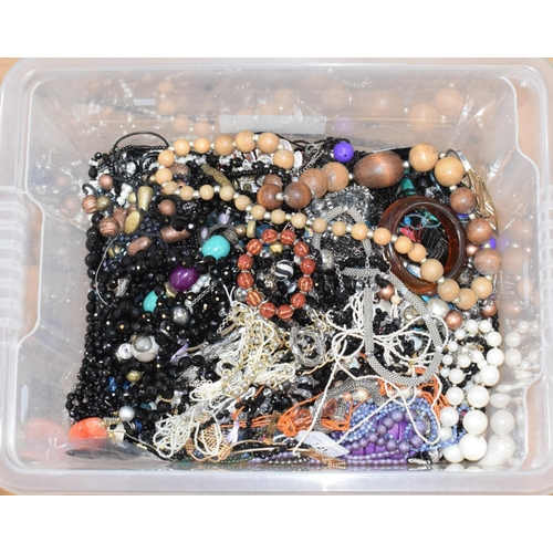 521 - A single strand green hardstone bead necklace, others similar and assorted costume jewellery (box)...