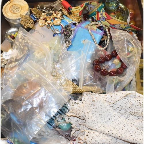 522 - Assorted costume jewellery, and other items (qty)...