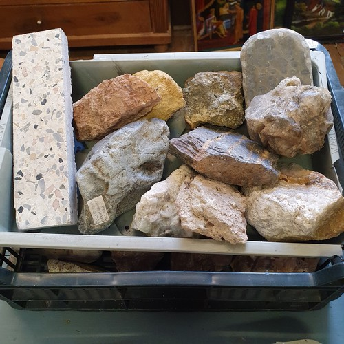 135 - Various rock and mineral samples (qty)