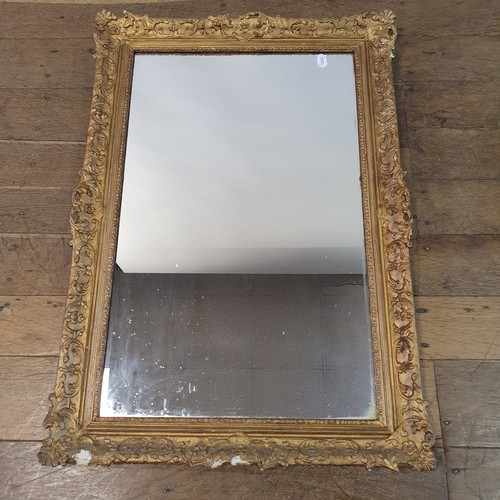 105 - A gilt gesso wall mirror, 92 x 65 cm