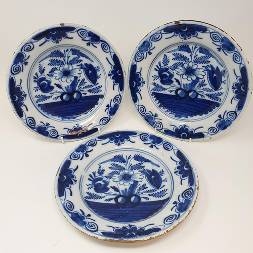 521 - A pair of Delft blue and white plates, 23 cm diameter, and six others (8)