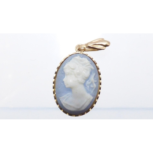 37 - Gold 375 Cameo Pendant With Presentation Box 0.6 grams...