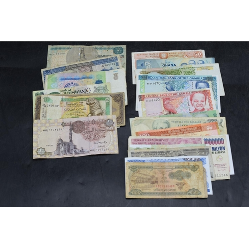 32 - Selection of 25 Mixed Worldwide Bank Notes...