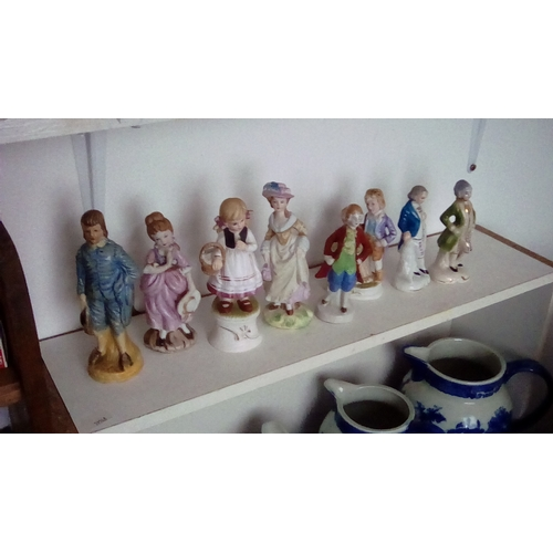 60 - Collection of 8 porcelaine Victorian style figures...