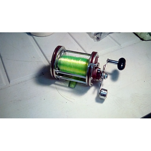 36 - CRACKING FISHING REEL...