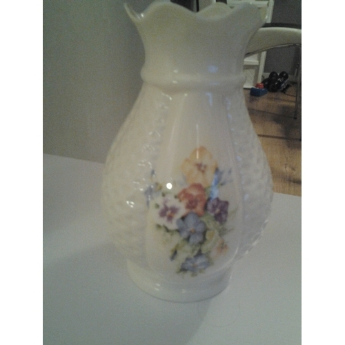 35 - VERY NICE DONEGAL VASE WITH CRUST EDGE PERFECT...