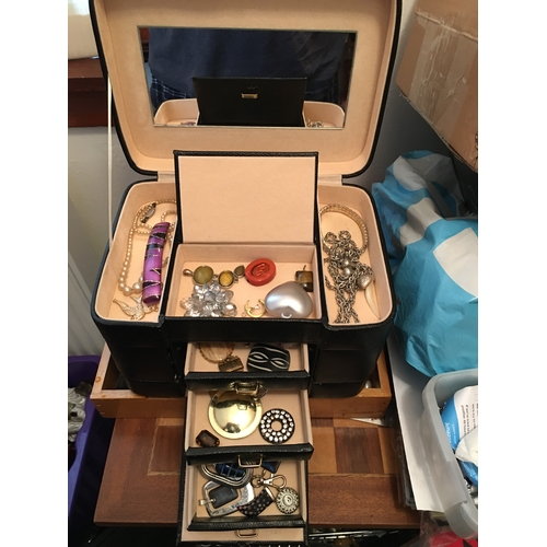15 - LOVELY Selection of Unsorted House Clearance Mixed Jewellery in JEWELLERY Box...