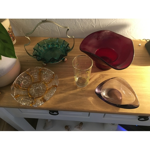 50 - LOVELY FOUR PCS OF RETRO COLOURED GLASS ALL IN GOOD CONDITION