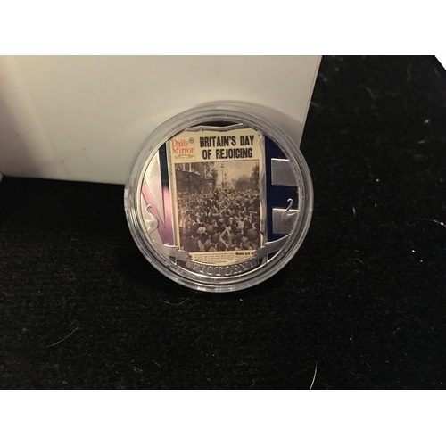 55 - FANTASTIC CASED V.E. PICTURE CROWN DAY COIN