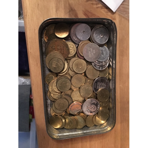 31 - TIN OF OLD COINS AND TOKENS 100 PLUS