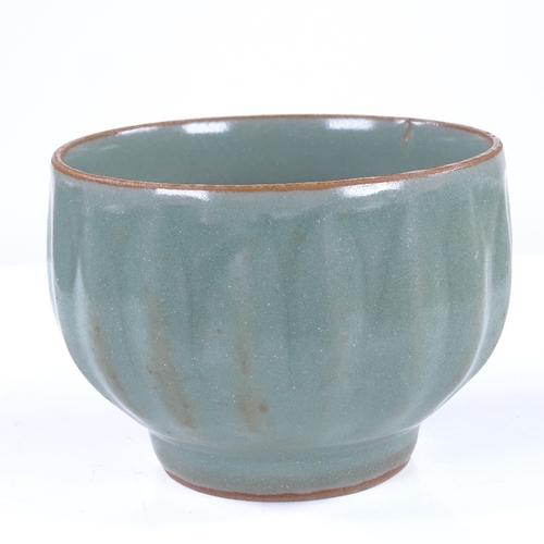 286 - A Chinese celadon glaze porcelain bowl, diameter 10cm...