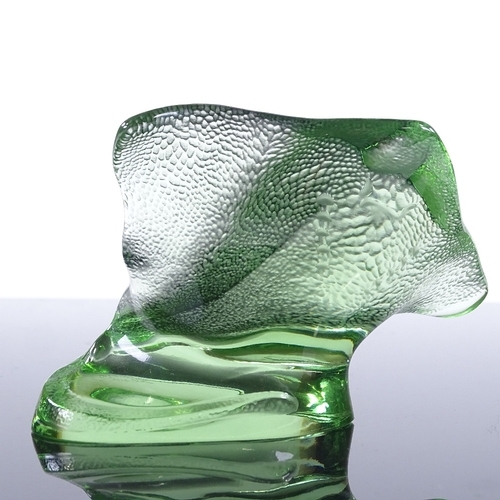 57 - LALIQUE - green glass stingray, engraved signature, height 7cm...