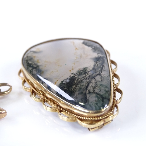667 - Various gold jewellery, including 9ct moss agate brooch, 9ct pink coral brooch, and 10ct ship's whee...