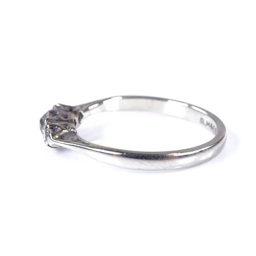 723 - An 18ct white gold 3-stone diamond ring, total diamond content approx 0.2ct, setting height 3.7mm, s...