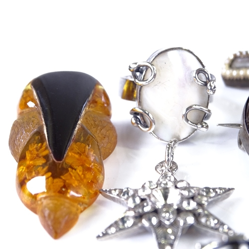 735 - Various jewellery, including memorial stickpin, banded agate brooch, silver cufflinks etc...