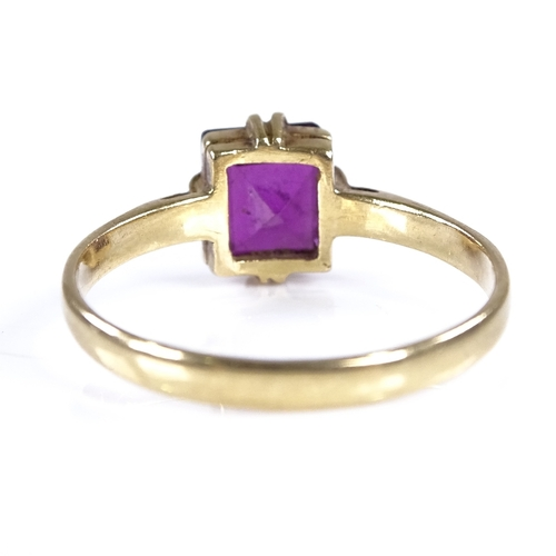 842 - An unmarked high carat gold solitaire garnet dress ring, setting height 7.7mm, size N, 2g...