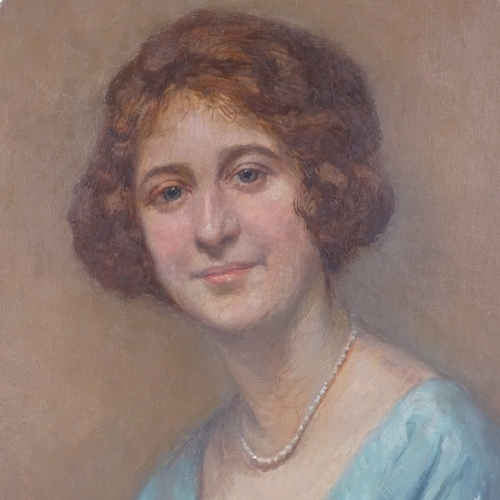 1132 - Suzanne Hurel (1876 - 1956), oval oil on canvas, portrait of a woman, unsigned, 26