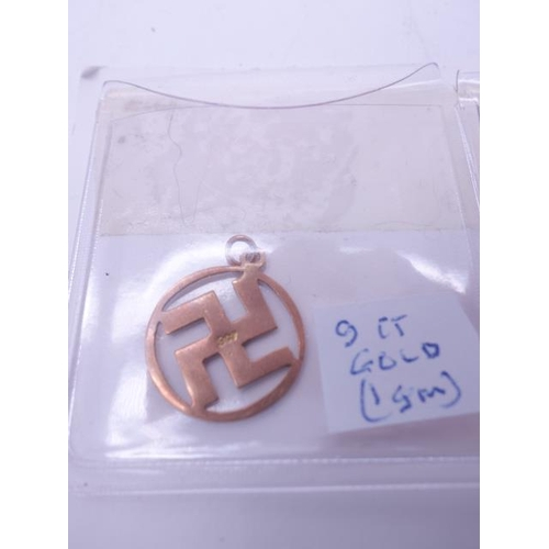 89 - Interesting collection of German 9ct GOLD jewels 3 x items each one 1 gram with a swastika to the ce...
