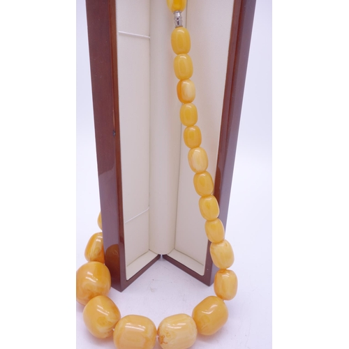 76 - Good quality Art Deco period bakelite Butterscotch Amber bead necklace, with graduating beads, est 3...