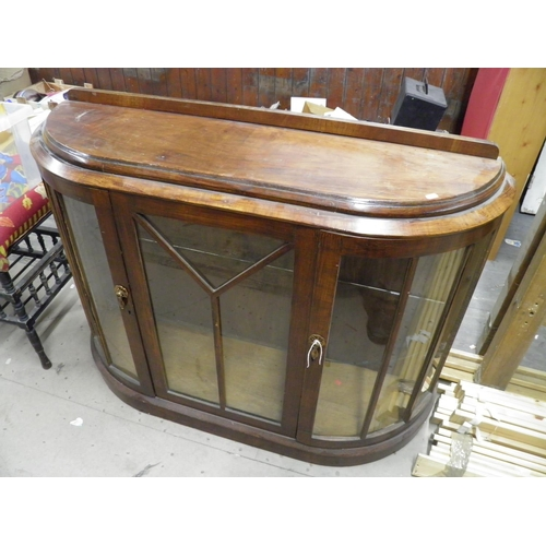 146 - Display cabinet...