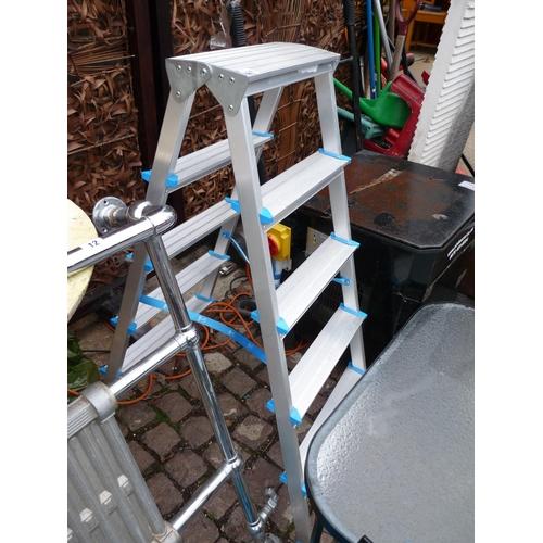 14 - Folding Aluminium Ladder...