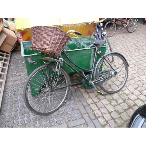 33 - Vintage Raleigh cycle...