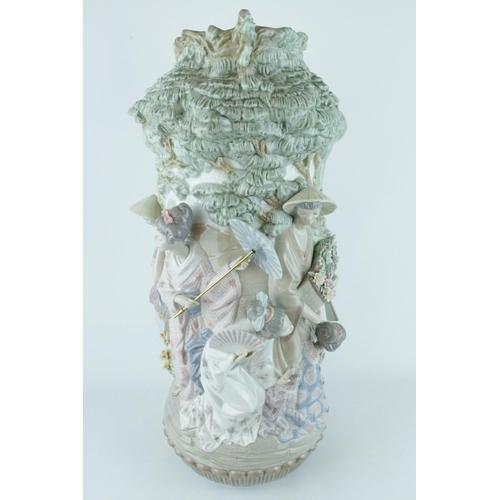 1 - Lladro 'Japanese Vase', Elite Limited Edition 180 of 750, Sculptor: A Salvador Debon, Artist: V. Nav...