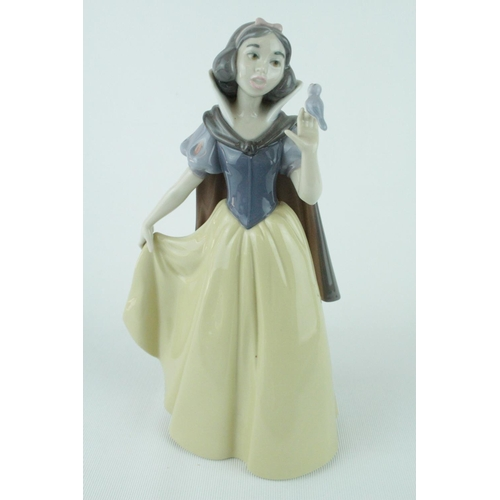 17 - Rare Signed Lladro 'Snow White' from the first 1000 sold at Disney Land Dinner event on 13th October...