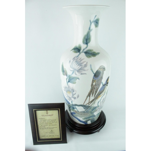 3 - Lladro 'Swallow Vase', Limited Edition 140 of 300, Sculptor: Alfredo Ruiz, Artist: V. Navarro. Model...