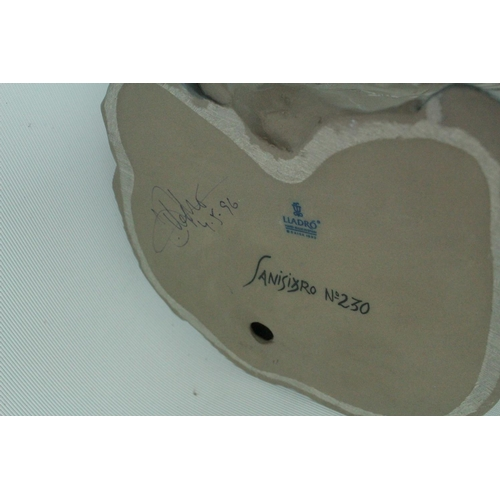 33 - Signed Lladro Goyesca 'Motherly Love', Limited Edition 230 of 250, Sculptor: Enrique Sanisidro. Mode...