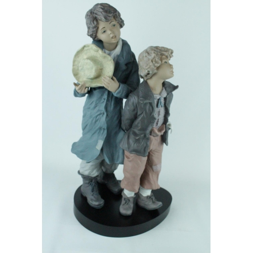 36 - Signed Lladro Goyesca 'Hes my Brother', Limited Edition 261 of 350, Sculptor: Enrique Sanisidro. Mod...