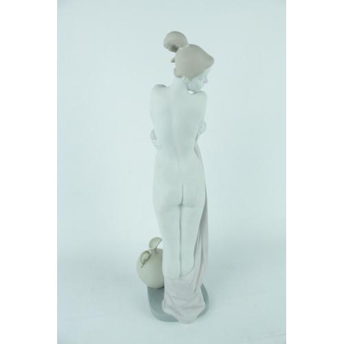42 - Lladro 'After the Bath' figurine, Limited Edition 175 of 300, Sculptor: Fulgencio Garcia. Model 0101...