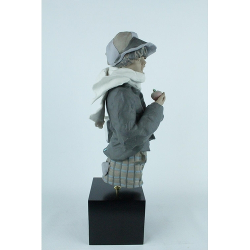 45 - Lladro 'Apple Seller', Goyesca Limited Edition 193 of 300, Sculptor: Enrique Sanisidro. Model 010117...